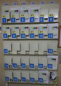 写真1 同社が日程管理に使用している生産管理板
